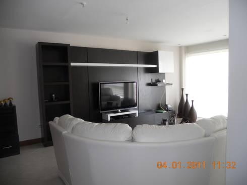 Sala en proceso: Salas de estilo moderno por INTERIORISMO MG