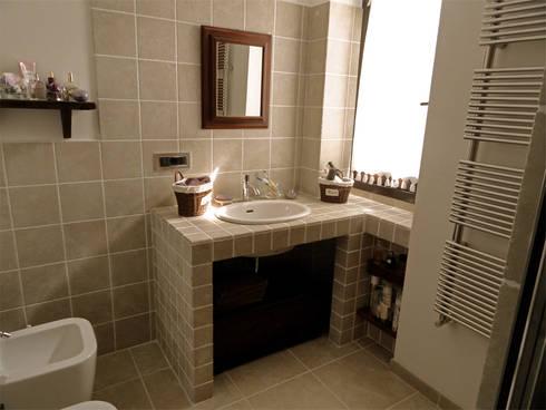 Bagno zona giorno: Case in stile in stile Rustico di Errequadro Progetto