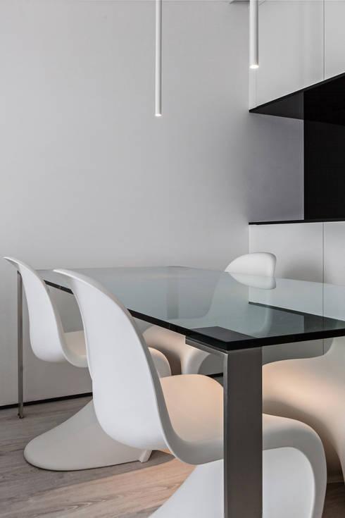 Comedores de estilo moderno de Arch. Andrea Pella