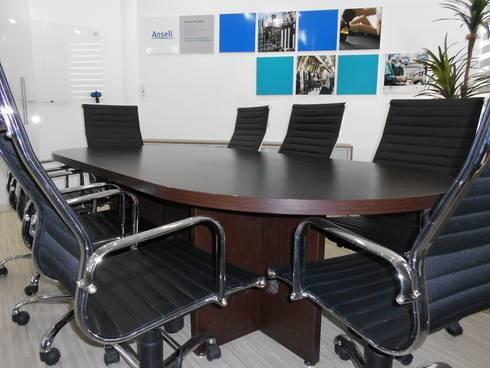 Sala de Juntas: Estudios y oficinas de estilo moderno por Diseño e Interiorismo