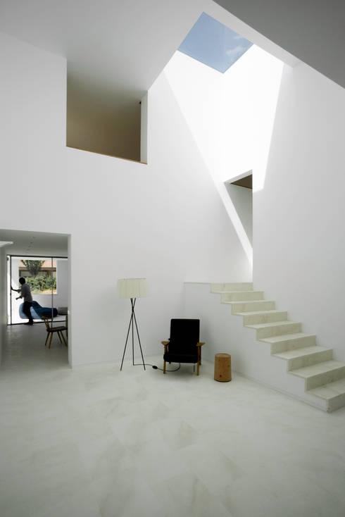 Casa H:  de estilo  de bojaus