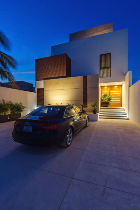 Casa JLM: Casas de estilo minimalista por Enrique Cabrera Arquitecto