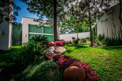 Casa Villarreal: Jardines de estilo moderno por Urban Landscape