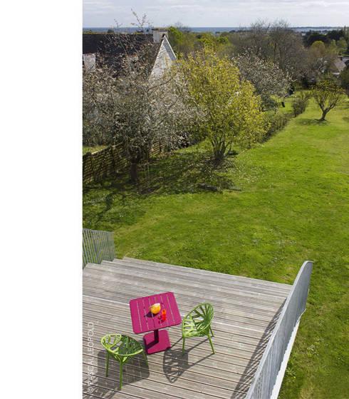 descente vers le jardin: Maisons de style  par Jean-Charles CASTRIC - architecte D.P.L.G.