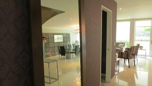 PALMAS 09: Pasillos y recibidores de estilo  por NIVEL TRES ARQUITECTURA