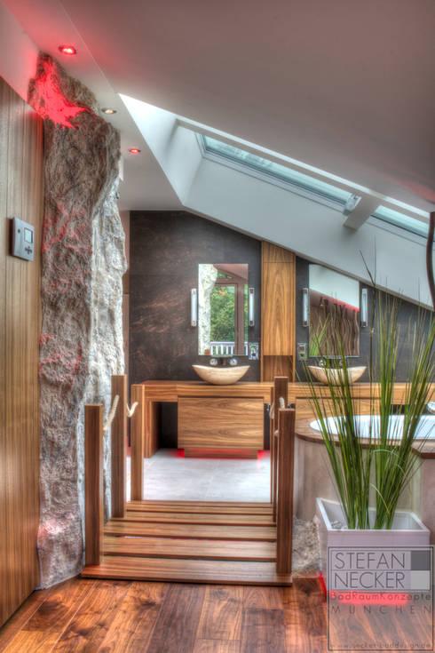 Wellness Badezimmer im Dachgeschoss:  Badezimmer von Stefan Necker BadRaumKonzepte