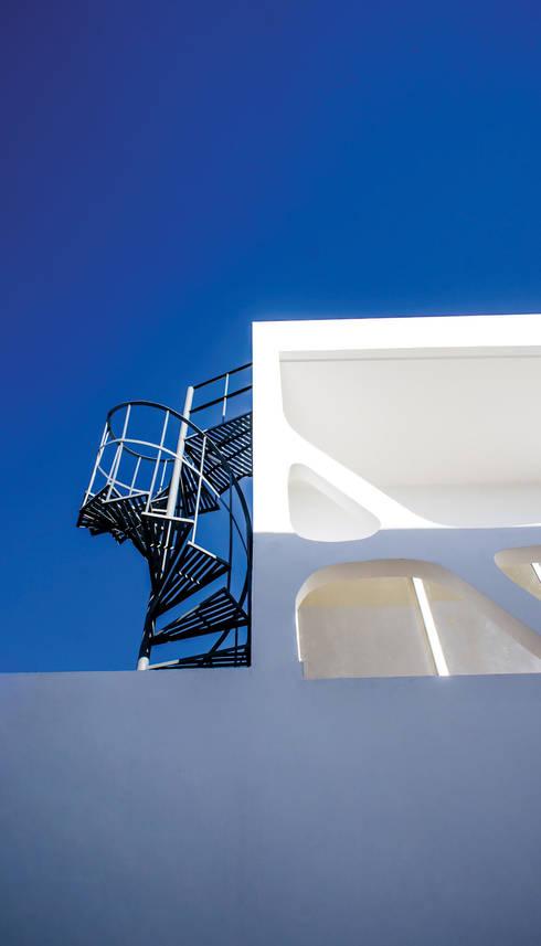 Escalera de Servicio: Casas de estilo moderno por Gerardo ars arquitectura