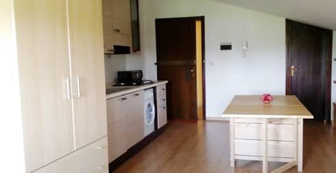 cucina-soggiorno prima:  in stile  di  Mariagrazia Guarini Home Stager & interior Design