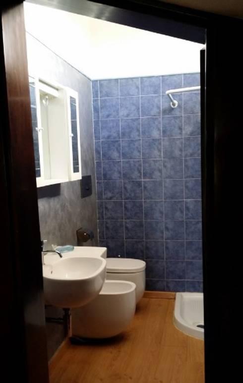 bagno prima:  in stile  di  Mariagrazia Guarini Home Stager & interior Design