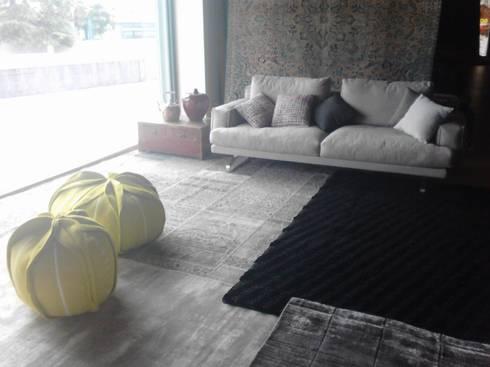 riorganizzazione spazio Art tappeti: Negozi & Locali commerciali in stile  di barbara cecchini fant