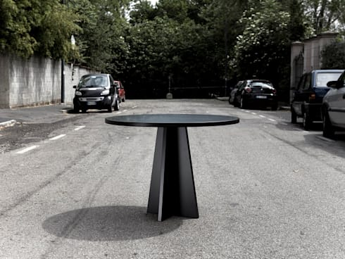 MY TABLE: Sala da pranzo in stile  di SAVERIO INCOMBENTI DESIGNER