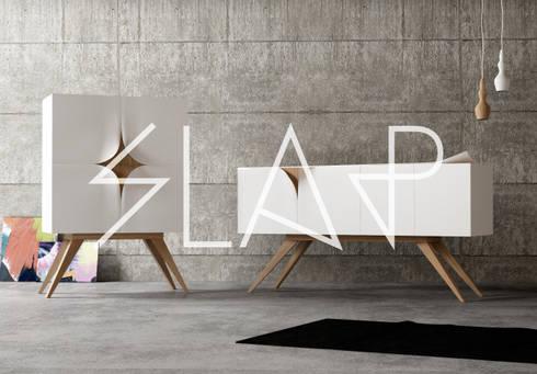 Slap: Casa in stile  di N C
