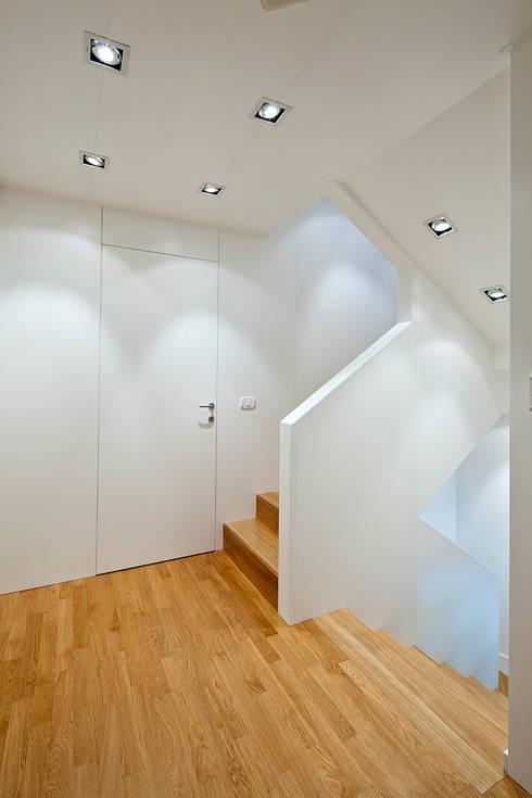 Casa C: Case in stile in stile Moderno di Di Dato & Meninno Architetti Associati
