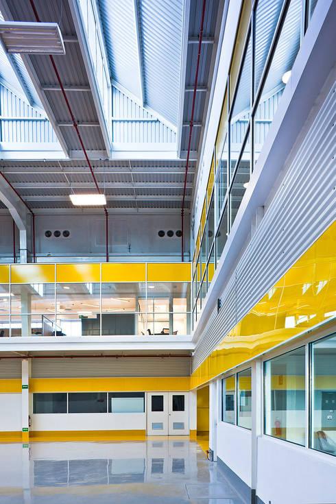 Centros de Tecnología XIGNUX:  de estilo  por Arq. Bernardo Hinojosa