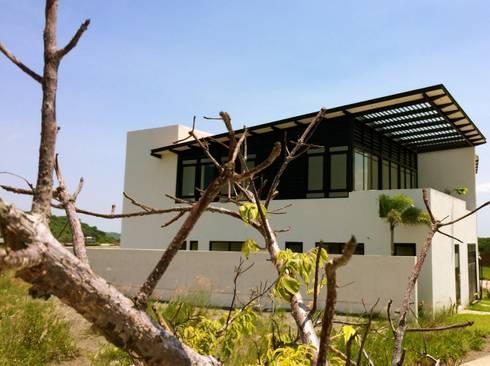 Punta Tiburon Marina & Golf Veracruz Mexico: Hogar de estilo  por Tabique