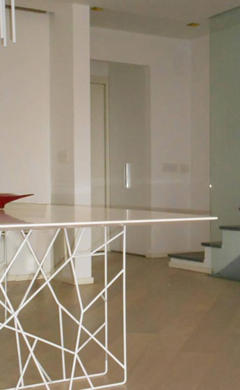 Living GFL - view01: Soggiorno in stile in stile Minimalista di Studio Frasson