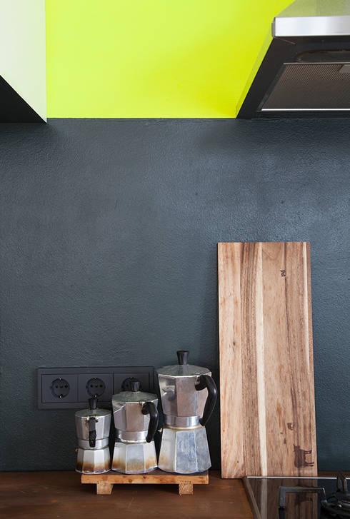 gelbe k che von berlin interior design homify. Black Bedroom Furniture Sets. Home Design Ideas