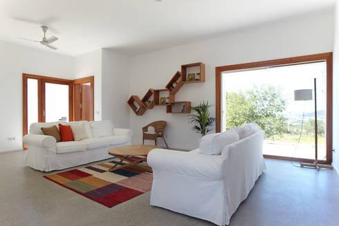 Casa in Ibiza: Casa in stile  di Roberto Ercilla
