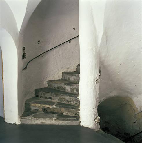 Treppe:  Flur & Diele von atelier-f ag