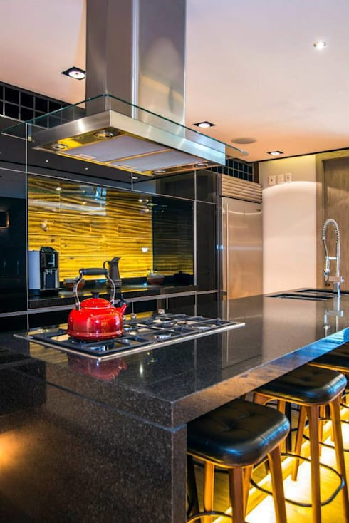 Veramonte I: Cocinas de estilo ecléctico por Sobrado + Ugalde Arquitectos