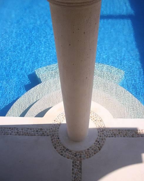 TRES AMIGOS: Albercas de estilo mediterraneo por axg arquitectos