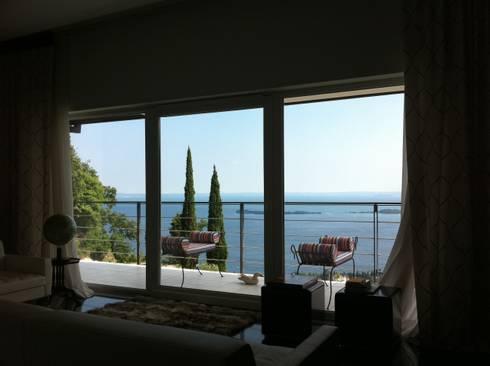 VILLA A GARDONE RIVIERA Ristrutturazione di villa singola a Gardone Riviera, Brescia:  in stile  di Ennequadro Engineering srl