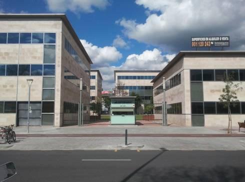 Complejo de oficinas y naves industriales di barcelona for Oficina qualitas auto barcelona