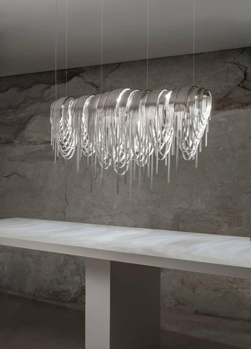VOLVER: Sala da pranzo in stile in stile Eclettico di STUDIO14