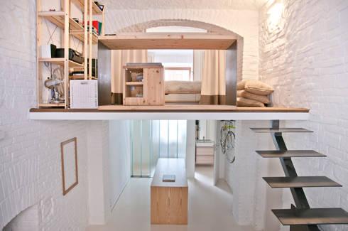 Duplex: Studio in stile in stile Minimalista di R3ARCHITETTI