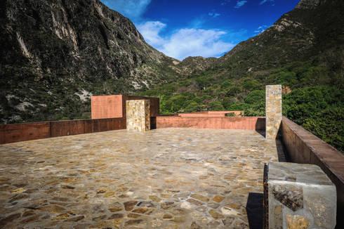 Casa Narigua : Casas de estilo rural por P+0 Arquitectura