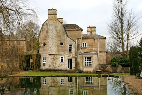 Georgian country house with a lake in the front garden: classic Houses by Concept Interior Design & Decoration Ltd