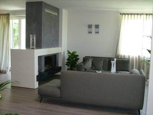 Calore minimale: Soggiorno in stile in stile Moderno di Inarte Progetti di Lucio Mana