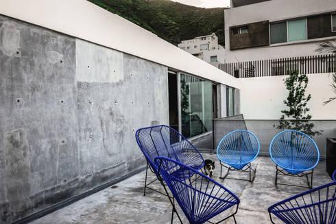 Casa IPE: Terrazas de estilo  por P+0 Arquitectura