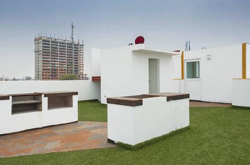 Roof Garden con asadores y baños: Casas de estilo moderno por RECON Arquitectura