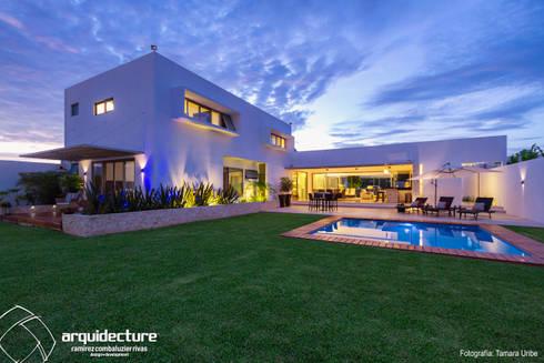 Casa Kopché: Albercas de jardín de estilo  por Grupo Arquidecture