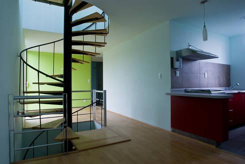 Vista general interior departamento: Casas de estilo moderno por RECON Arquitectura