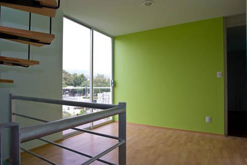 Vista general departamento con balcon: Casas de estilo moderno por RECON Arquitectura