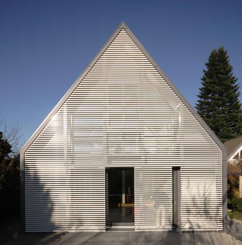 Wohnhaus Ansicht 2:  Wohnzimmer von Haack + Höpfner . Architekten und Stadtplaner BDA