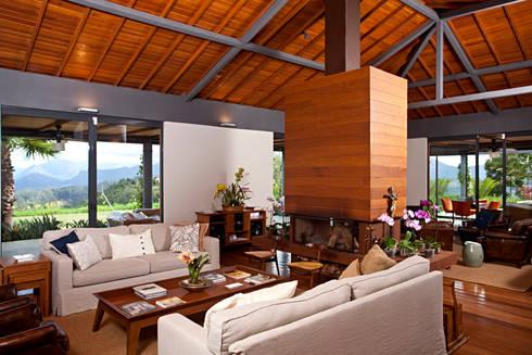 Casa na Serra :   por Chicô Gouvêa - Arquitetura