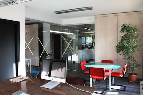 Studio Pinotti: Complessi per uffici in stile  di Architetto ANTONIO ZARDONI