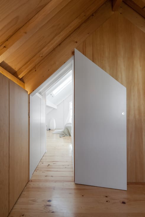 Dressing room by Tiago do Vale Arquitectos