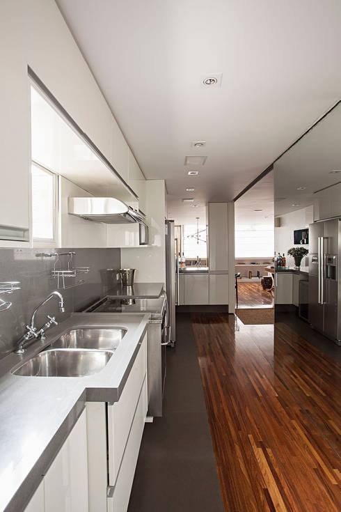 Projeto: Cozinhas  por BJG Decorações de Interiores Ltda