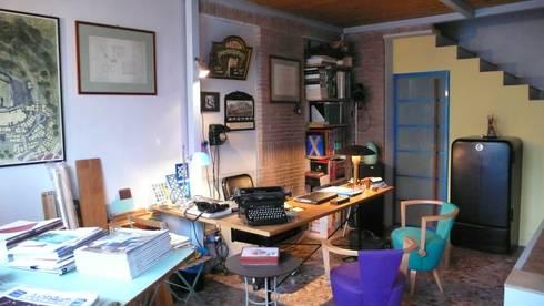 Il vecchio Studio: Studio in stile in stile Industriale di ARTEMATICA studio