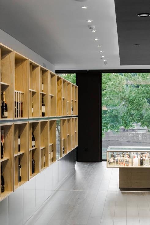 Congresso das Garrafas: Adegas minimalistas por Tiago do Vale Arquitectos
