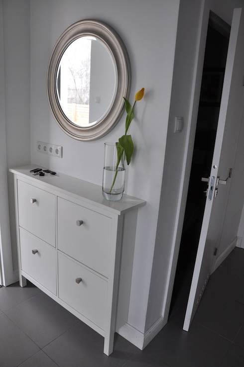 Dom O&B: styl , w kategorii Korytarz, przedpokój zaprojektowany przez Pracownia Projektowa Ola Fredowicz