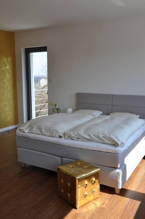Dom D&J: styl , w kategorii Sypialnia zaprojektowany przez Pracownia Projektowa Ola Fredowicz