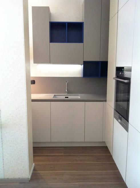 Living a Monza: Cucina in stile in stile Moderno di Architetto ANTONIO ZARDONI