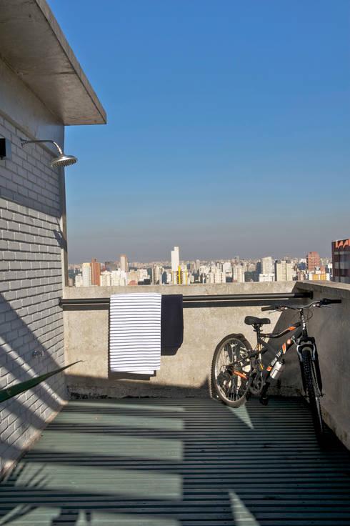 Residência Harmonia: Terraços  por Mauricio Arruda Design