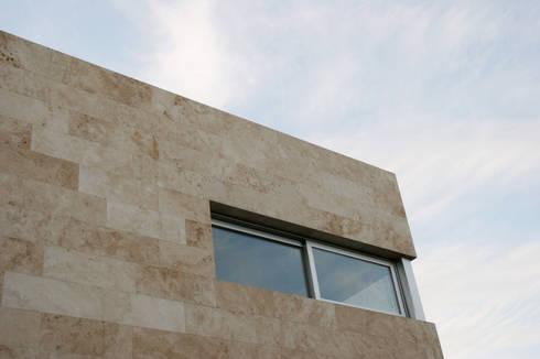 CASA RC: Casas de estilo minimalista por ESTUDIO GEYA