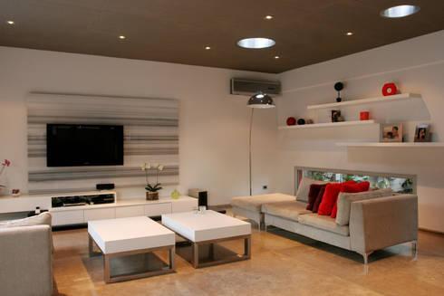 CASA RC: Livings de estilo minimalista por ESTUDIO GEYA
